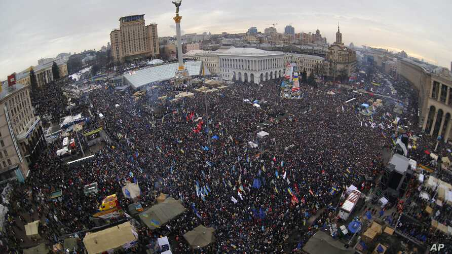 Pro-European Union activists gather during a rally in Independence Square in Kiev, Ukraine, Sunday, Dec. 15, 2013. About 200,000 anti-government demonstrators converged on the central square of Ukraine's capital Sunday, a dramatic demonstration tha...