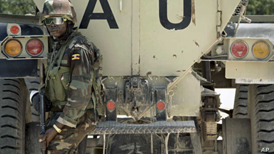 A Ugandan soldier serving with the African Union Mission in Somalia (AMISOM) stands at the back of an armored fighting vehicle near the front line in the Yaaqshiid District of northern Mogadishu, Somalia. (file photo)