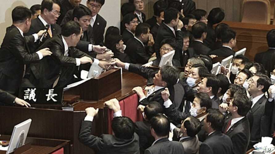 National Assembly Vice Speaker Chung Eui-hwa, second from left top, wearing glasses, declares the passage of a bill on ratification of a South Korea-U.S. free trade agreement as opposition lawmakers try to stop it at the National Assembly in Seoul, S