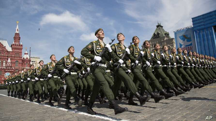 Russian soldiers march during the Victory Parade marking the 70th anniversary of the defeat of the Nazis in World War II, in Red Square in Moscow, May 9, 2015.