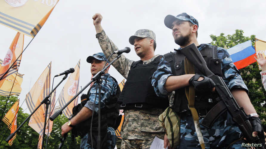 Self-styled governor of Luhansk region Valery Bolotov (C) delivers a speech during a rally to mark and celebrate the announcement of the results of the referendum on the status of Luhansk region in Luhansk, May 12, 2014.