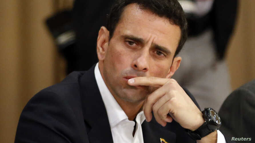 Opposition leader and Governor of Miranda state Henrique Capriles attends a meeting with representatives of the opposition, the Roman Catholic Church and the Union of South American Nations (UNASUR) at Miraflores Place in Caracas, April 10, 2014.