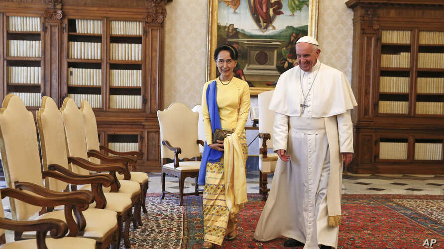 State Counsellor and Union Minister for Foreign Affairs of the Republic of the Union of Myanmar Aung San Suu Kyi, left, walks with Pope Francis on the occasion of their private audience, at the Vatican, Thursday, May 4, 2017.