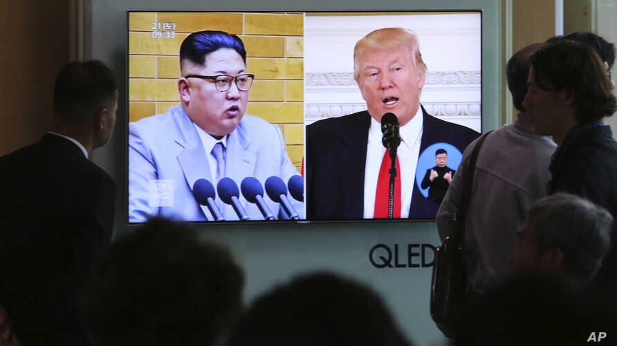 People watch a TV screen showing file footage of U.S. President Donald Trump, right, and North Korean leader Kim Jong Un during a news program at the Seoul Railway Station in Seoul, South Korea, April 21, 2018.
