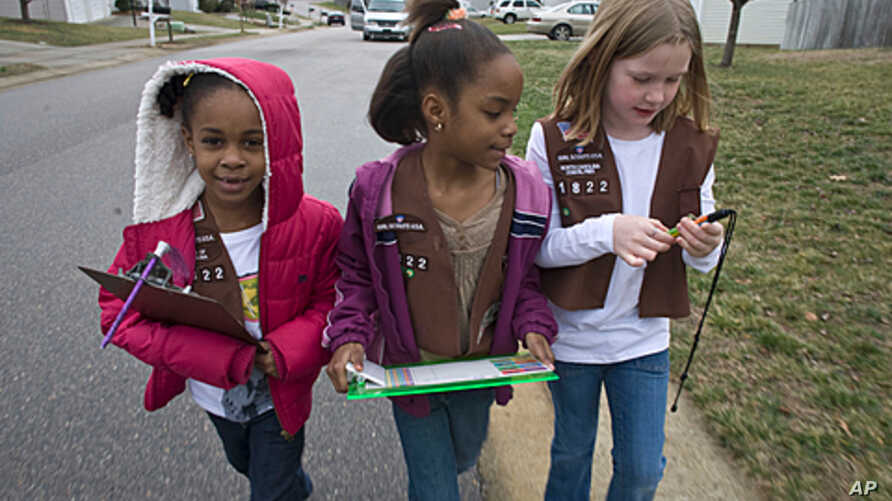 Troop 1822 Brownie Scouts Aliya Gill, left, Lindsey Russ, center, and Natalie Rouse, canvass a Raleigh, North Carolina neighborhood selling Girl Scout cookies on Saturday, Jan. 24, 2009 (file photo).