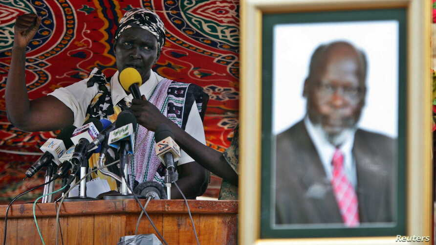 Rebecca Nyandeng, the widow of late former rebel Sudan People's Liberation Movement leader John Garang, addresses mourners during the funeral service in Juba, southern Sudan, August 6, 2005.