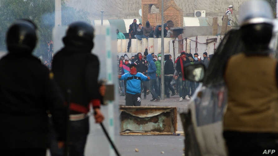 Protesters clash with security forces in the central town of Kasserine, Tunisia, Jan. 21, 2016.