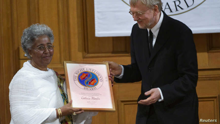 FILE - Mafron Ejigayehu (L) receives the Right Livelihood Award widely known as the Alternative Nobel Prize, on behalf of Catherine Hamlin of Ethiopia, from the founder of the prize journalist and professional philatelist Jakob von Uexkull at a cerem