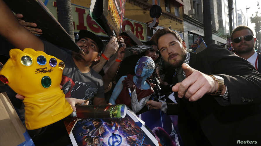 "Actor Chris Pratt poses for fans at the premiere of ""Avengers: Infinity Wars"" in Los Angeles, California, April 23, 2018."