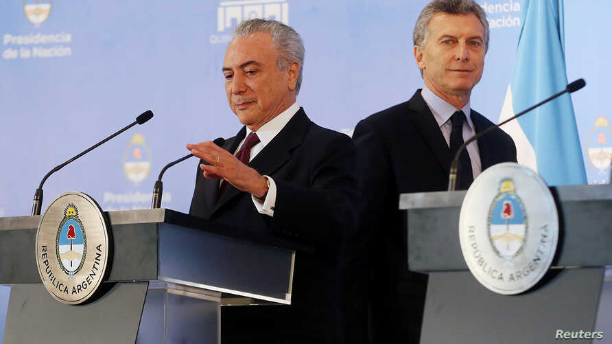Presidents of Brazil, Michel Temer (L), and Argentina, Mauricio Macri, arrive for a joint news conference at the Olivos Presidential residence in Buenos Aires, Argentina, Oct. 3, 2016.