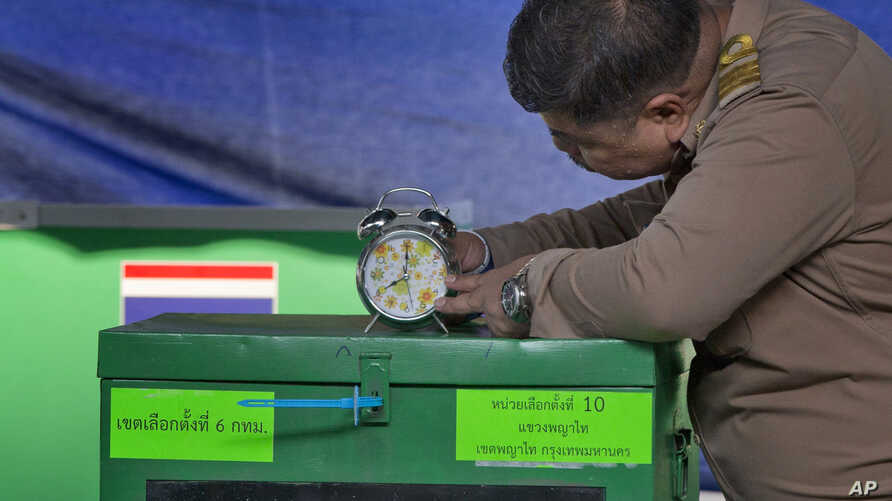 A Thai officer checks a clock to commence voting at a polling station in Bangkok, Thailand, March 24, 2019. Thailand's first general election since the military seized power in a 2014 coup has begun.