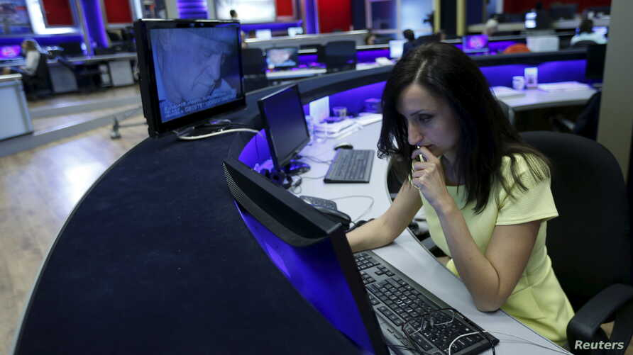 A journalist works at her desk in a newsroom of the Rustavi 2 TV station in Tbilisi, Georgia, Oct, 2, 2015.