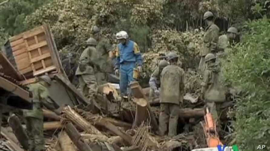 Japan's Ground Self-Defense Force soldiers run a rescue operation in Kiho, Mie Prefecture, Sept. 5, 2011.