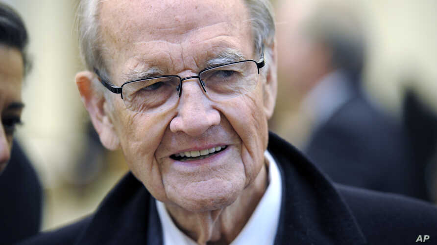 Former Democratic presidential nominee and U.S. Sen. George McGovern arrives for the funeral Mass for R. Sargent Shriver at Our Lady of Mercy Parish in Potomac, Md. (Jan 2011 file photo)