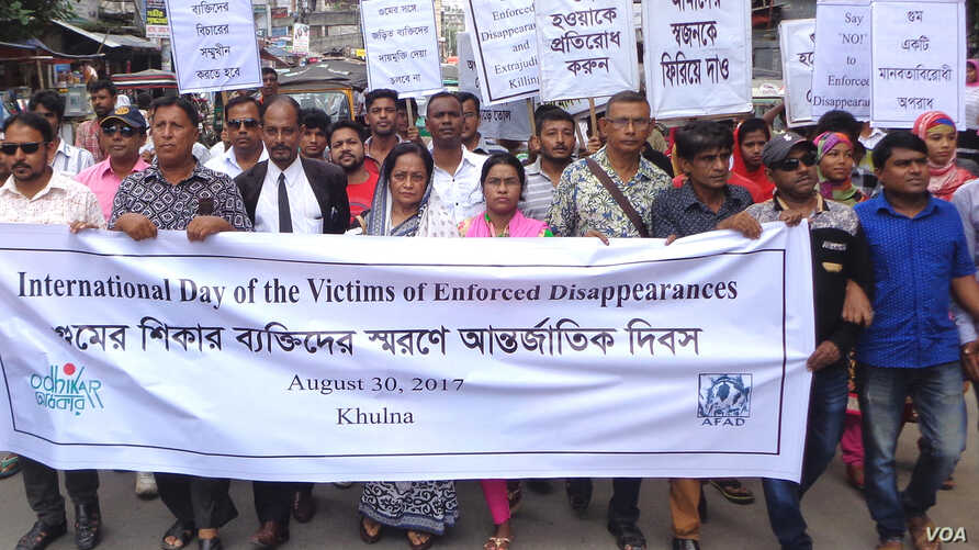 Bangladeshi human rights group Odhikar activists and volunteers demonstrating against enforced disappearances in the country on the International Day of the Victims of Enforced Disappearances in Khulna, Bangladesh (30 August 2017).