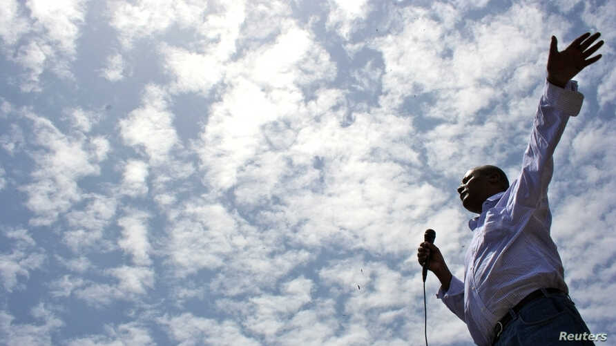 Merera Gudina, a leader of Ethiopia's biggest opposition coalition, Medrek, addresses supporters at a rally in the Oromia region, May 15, 2010.
