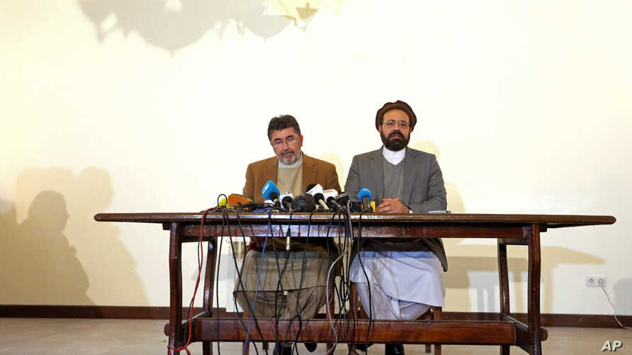 Amin Karim (R), an official of the Hezb-i-Islami Party, speaks during a press conference in Kabul, Afghanistan, March 17, 2016.