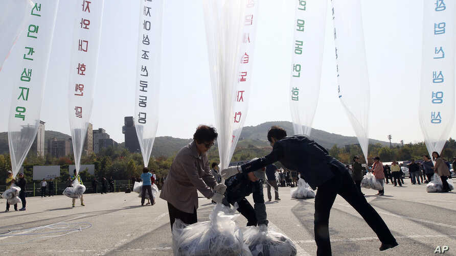 North Korean defectors prepare to release balloons carrying leaflets condemning North Korean leader Kim Jong Un and his government's policies, in Paju, near the border with North Korea, South Korea, Oct. 10, 2014.