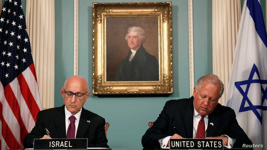 U.S. Undersecretary of State Tom Shannon (R) and Israeli Acting National Security Advisor Jacob Nagel are seen signing a new ten-year pact on security assistance between the two nations at the State Department in Washington, Sept. 14, 2016.