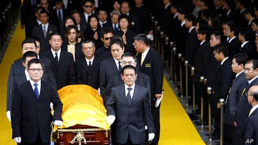 Mourners carry casket during funeral in Taiwan (File)