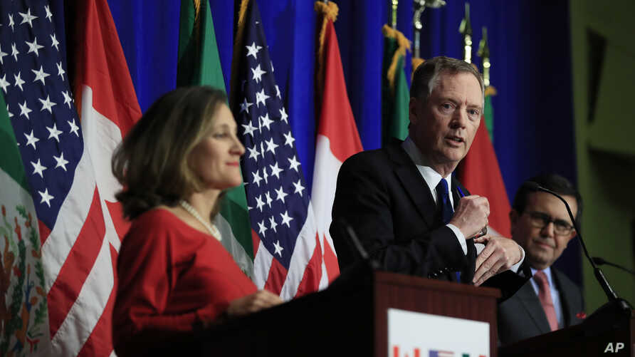 U.S. Trade Representative Robert Lighthizer, center, with Canadian Minister of Foreign Affairs Chrystia Freeland, left, and Mexico's Secretary of Economy Ildefonso Guajardo Villarrea, right, speaks during the conclusion of the fourth round of NAFTA n