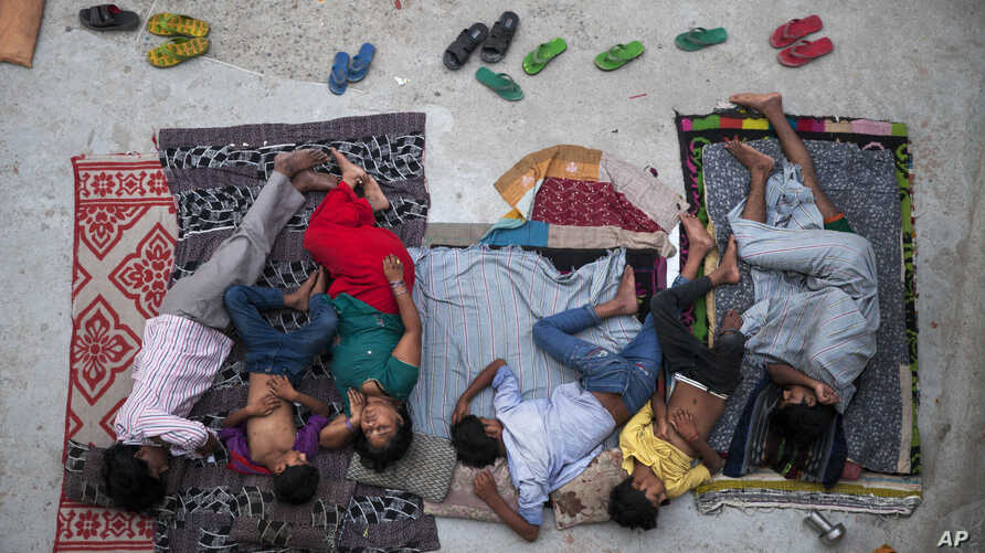 An Indian family sleeps on the roof of a house to beat the heat in New Delhi, India, May 29, 2015.