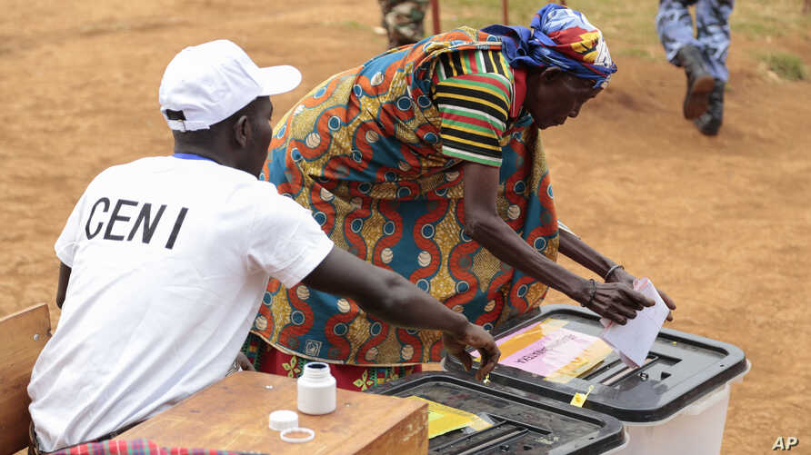 A Burundian woman casts her vote in parliamentary elections in Ngozi, Burundi, June 29, 2015.