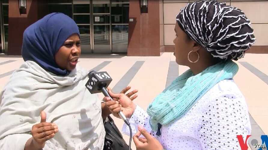 VOA Somali Service reporter Falastine Iman interviews Ayan Farah, mother of defendant Mohamed Farah outside the court in Minneapolis, Minn, May 21, 2016.