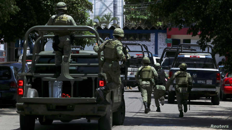 Soldiers arrive to the police headquarters during an operation to check if there are police officers that colluded with organised crime, in Acapulco, Mexico, Sept. 25, 2018.