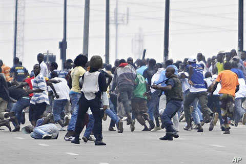 Troops loyal to former president Laurent Gbagbo try to disperse supporters of Alassane Ouattara in the popular Aboboa district of Abidjan, 16 Dec 2010