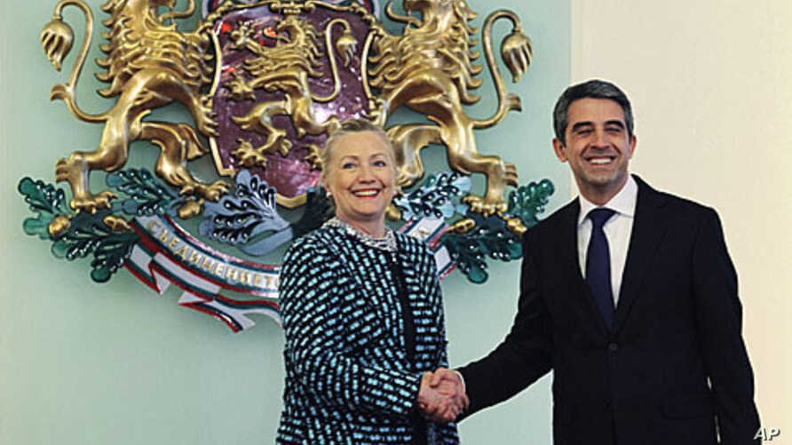Bulgaria's President Rosen Plevneliev (R) welcomes US Secretary of State Hillary Clinton before their meeting in Sofia February 5, 2012.