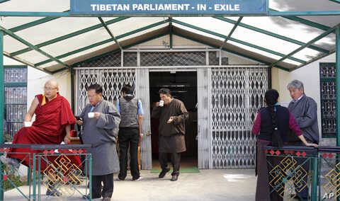 Parliamentarians of Tibet's government-in-exile drink tea and talk during a break from a parliament session in the northern Indian town of Dharamshala, March 21, 2011.