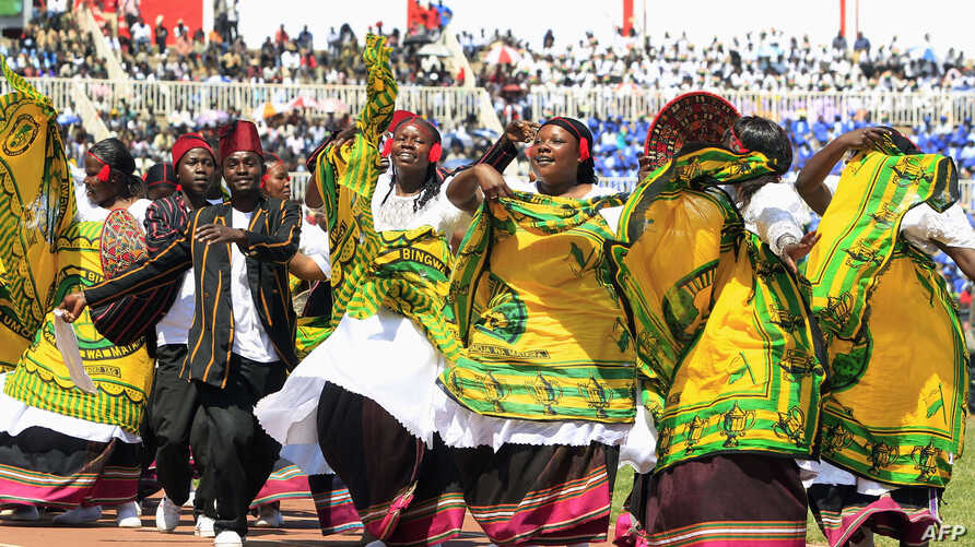 Nubian traditional dancers perform during the 49th Jamhuri Day celebrations, the day Kenya gained independence, at Nyayo National Stadium in Nairobi, December 12, 2012.