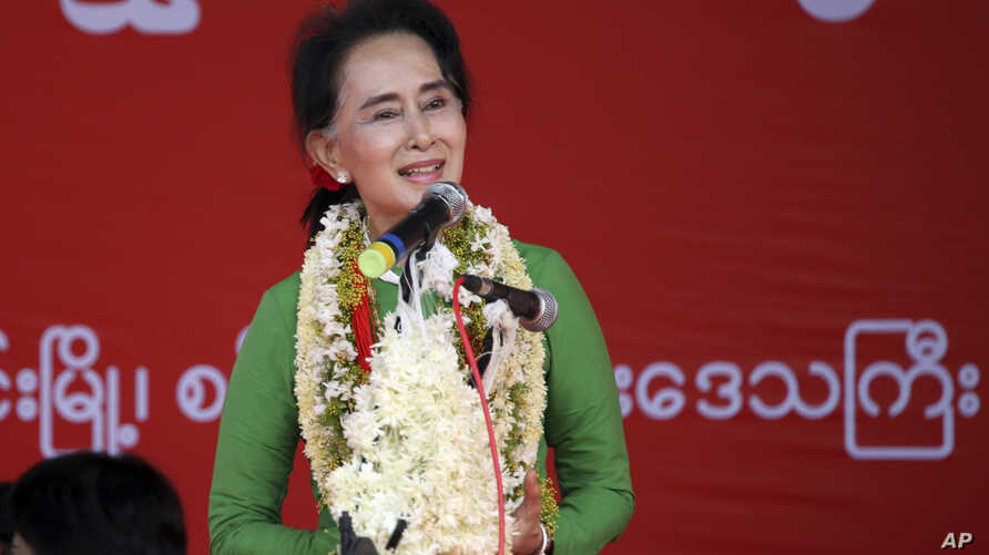 Myanmar's opposition leader Aung San Suu Kyi speaks during an election campaign for her National League for Democracy party, Sept 27, 2015.