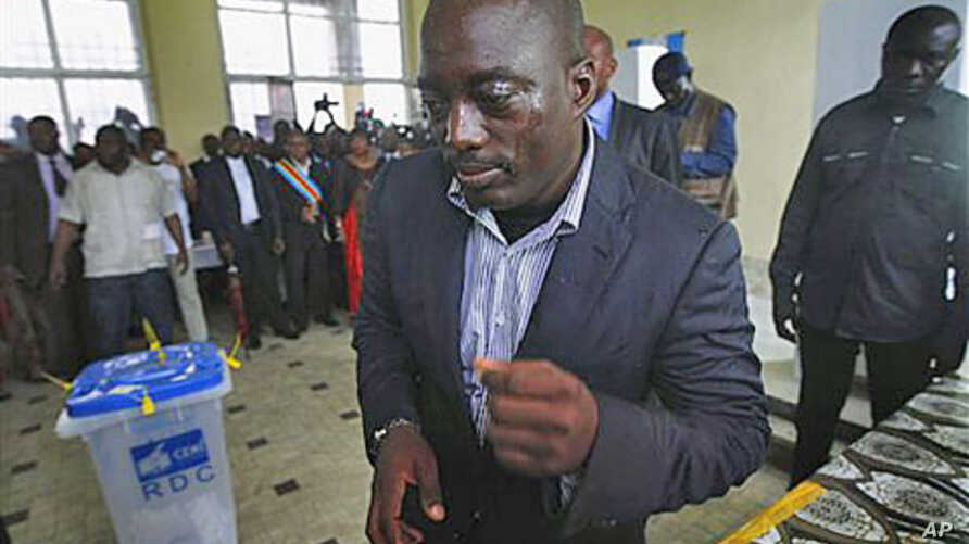 Congolese president Joseph Kabila casts his ballot in the country's presidential election at a polling station in Kinshasa, Democratic Republic of Congo, November 28, 2011.