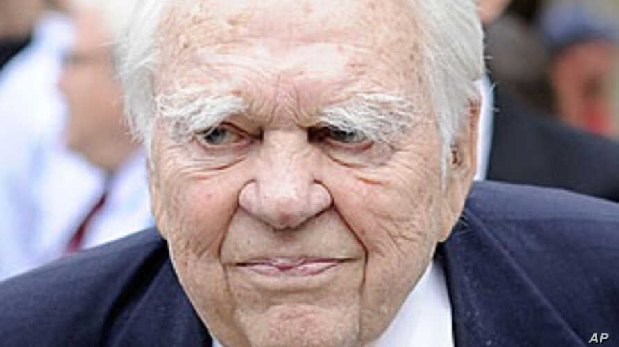 US TV Commentator Andy Rooney Dies