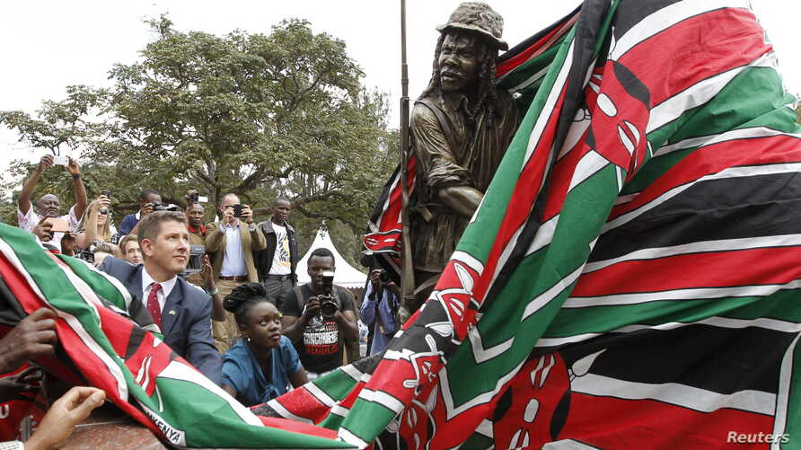 """Christian Turner (L), British High Commissioner to Kenya, unveils the statues during the inauguration of a memorial to victims of torture and ill-treatment by the British colonialists during the Kenya """"Emergency"""" at Uhuru Park's Freedom Corner, in Na"""