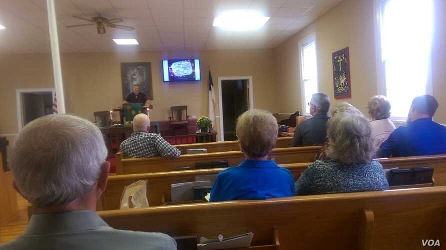 Dan Sweet preaches to the members of the Hickory Hill United Methodist Church
