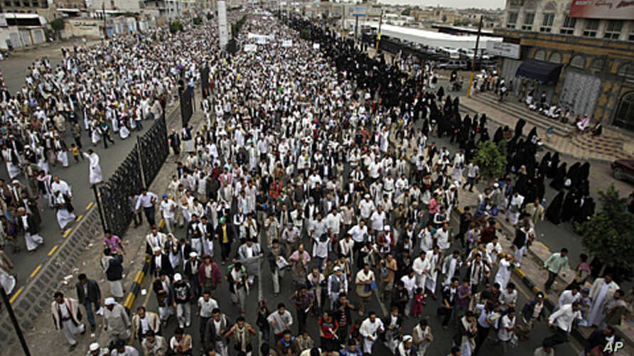 Anti-government protesters march during a demonstration demanding the resignation of Yemen's President Ali Abdullah Saleh, in Sana'a, 'August 19, 2011