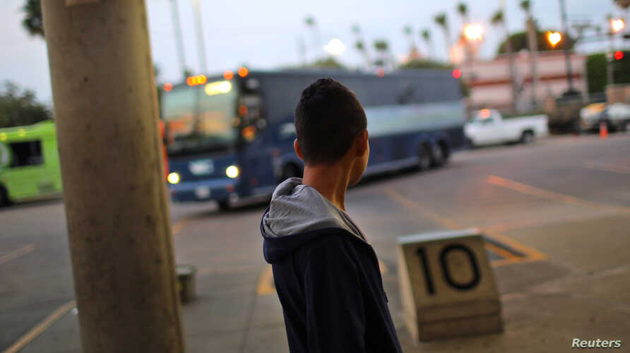 Anderson, a migrant, waits for a bus to Atlanta after being released from a detention center, in McAllen, Texas, May 9, 2017.