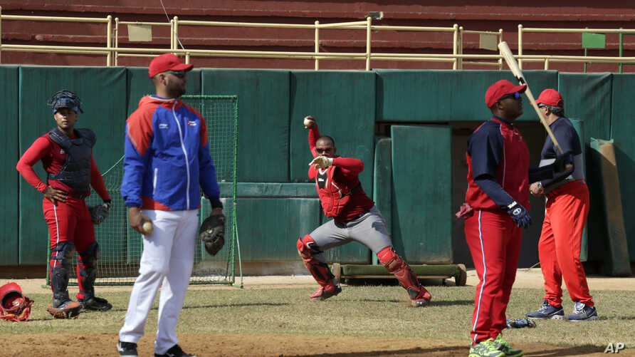 Members of the Cuba's baseball national team take part in a training session in San Jose de las Lajas, Mayabeque province, Cuba, March 17, 2016.