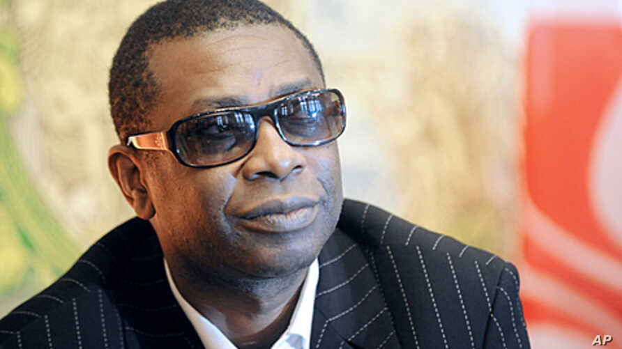 World-renowned Senegalese singer Youssou Ndour announced that he was running for president against incumbent Abdoulaye Wade in February 26 elections, (File).