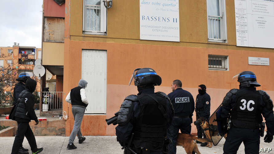 French policemen participate in an operation to fight against narcotics and weapons proliferation at Bassens estate in the northern area of Marseille, southern France, January 12, 2012.