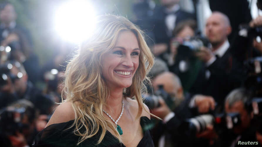 """FILE - Cast member Julia Roberts poses on the red carpet as she arrives for the screening of the film """"Money Monster"""" out of competition at the 69th Cannes Film Festival in Cannes, France, May 12, 2016."""