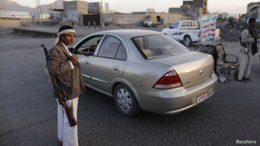 Shi'ite Houthi rebels man a checkpoint in Sana'a, Yemen, Sept. 27, 2014.