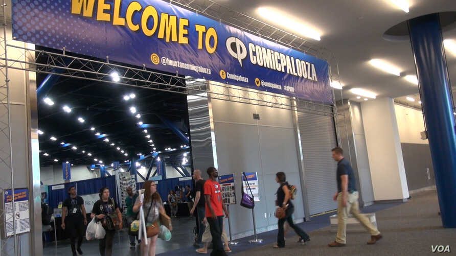 Comicpalooza draws more than 40,000 fans of comic books, fantasy and horror books and films, and computer games to Houston's downtown convention center for three days of panels and programs.