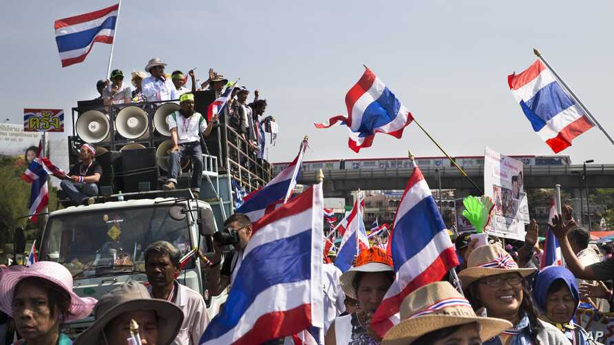 Anti-government People's Democratic Reform Committee (PDRC) protesters march past Bangkok's Victory Monument, Thursday, Jan. 16, 2014.