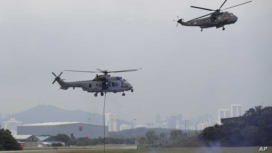 Special Forces demonstrate skills in combatting terrorism from helicopters after a launching of join patrol between Malaysia, Indonesia and Philippine at the Subang military airbase in Petaling Jaya, Malaysia, Oct. 12, 2017.