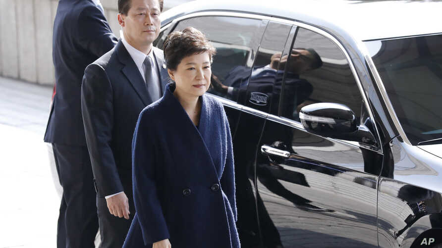 South Korea's ousted leader Park Geun-hye, right, arrives at a prosecutor's office in Seoul, South Korea, March 21, 2017.