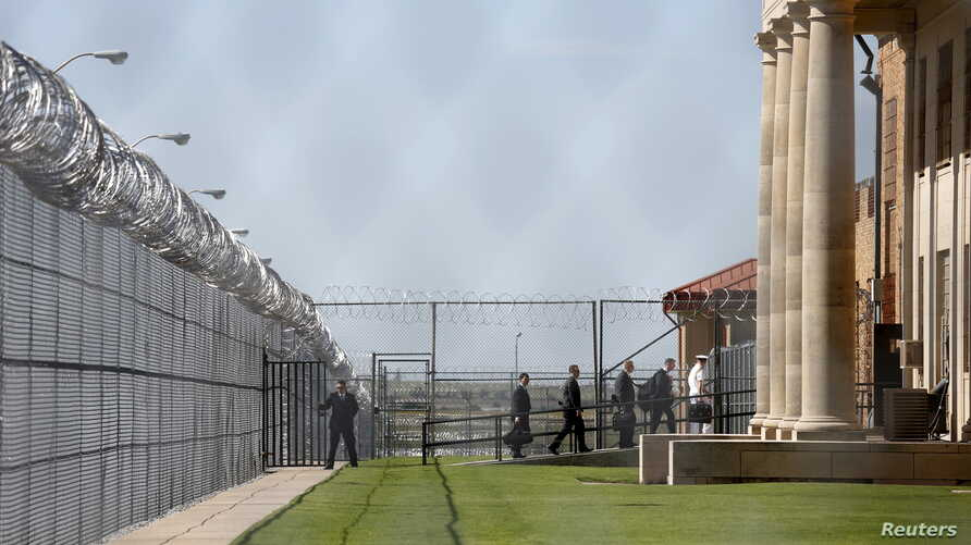 In pushing criminal justice reform, U.S. President Barack Obama (not shown) and aides visit El Reno Federal Correctional Institution in Oklahoma, July 16, 2015. Some nonviolent drug offenders are getting early release from U.S. prisons, and some are